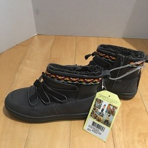 NWT Toms girl's boots